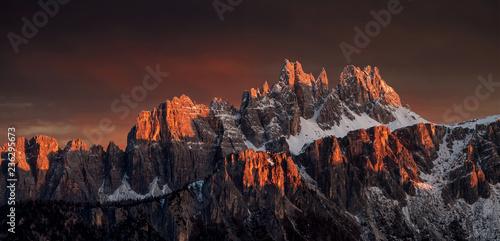 Fototapeta Wunderschöne Sonnenuntergang in die Dolomiten  obraz