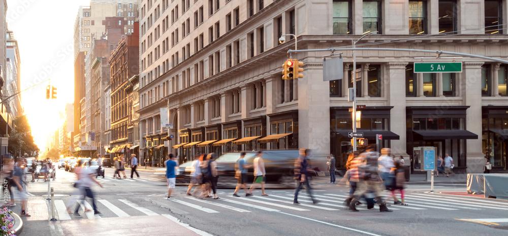 Fototapeta New York City street scene with crowds of people walking in Midtown Manhattan