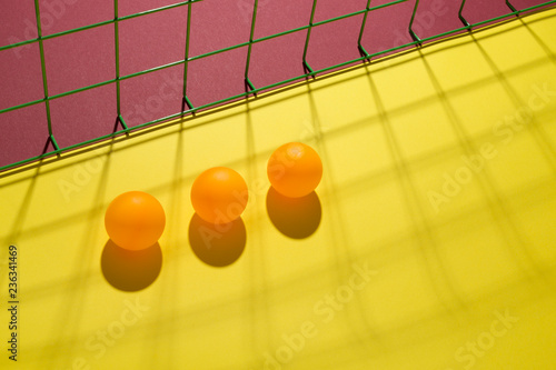 Fotografía  Abstract still life with orange balls and mesh