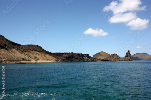 Fotobehang Zuid-Amerika land Costa dell'isola Bartolomè alle Galapagos con Pinnacle Rock
