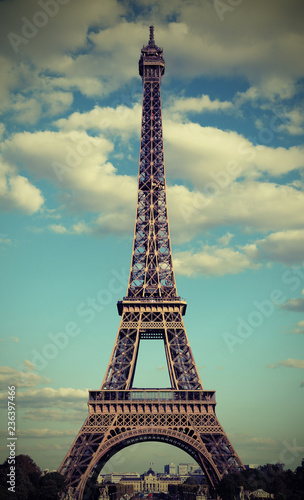 Poster Tour Eiffel Eiffel Tower in Paris France with white clouds with photograph e