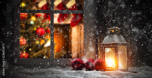 Foto auf AluDibond Schokobraun Christmas window sill and fireplace