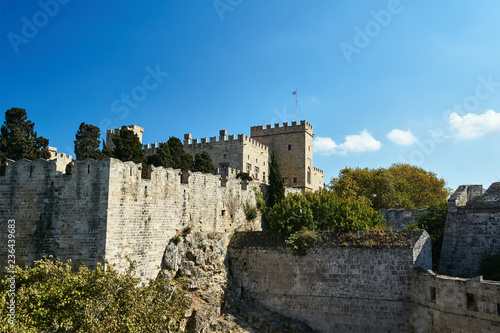Fotografiet  fortifications of a medieval castle Castle of the Knights on the island of Rhodes