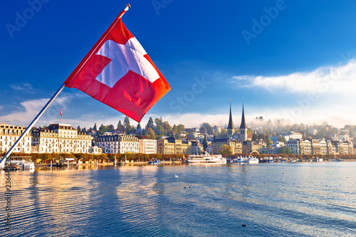 Photographie  Lucern lake and town waterfront morning view