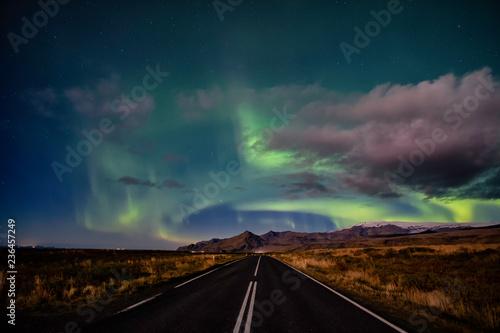 Staande foto Noorderlicht Northern Lights road