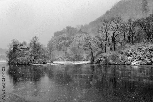 Valokuva  Falling snow creates a pointilistic effect