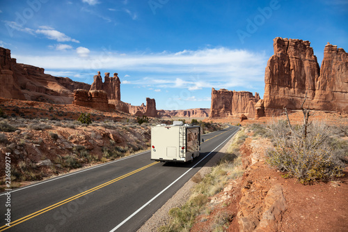 Foto Camper riding on a Scenic road in the red rock canyons during a vibrant sunny day