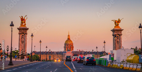 In de dag Centraal Europa Beautiful sunset view on Pont Alexandre III and Les Invalides in Paris, France