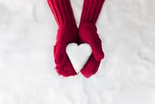 Love Heart Snow Ball In Red Mi...