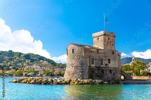 Photographie  Beautiful view of coastline and picturesque seaside village Rapallo