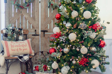 Farmhouse Style Christmas Tree And Decorations