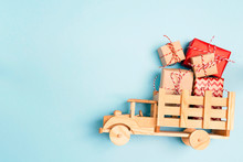 Wooden Toy Truck  With Christm...