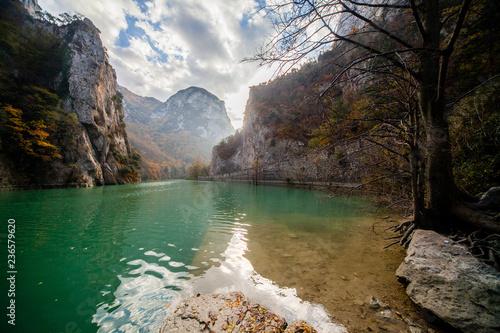 Valokuva  Riserva naturale della gola del Furlo nelle Marche, Italia