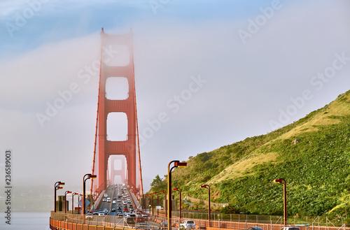 Fotobehang Amerikaanse Plekken Golden Gate Bridge view at foggy morning