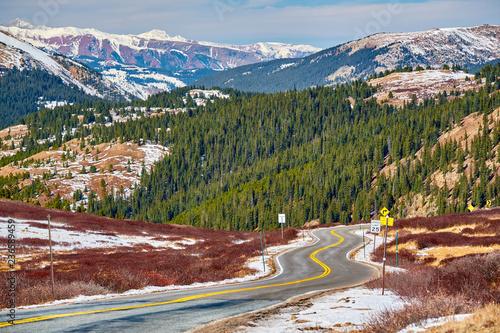 Deurstickers Centraal-Amerika Landen Highway in Colorado Rocky Mountains