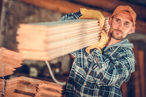 Obraz Contractor with a Planks - fototapety do salonu