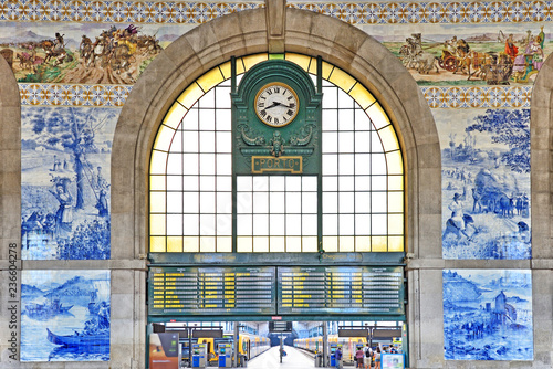 Railway station Sao Bento in Porto, Portugal Canvas-taulu