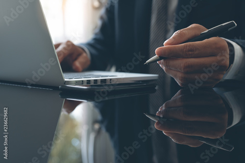 Photo  Businessman working in office