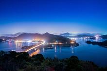 日本、瀬戸内海、夜のしまなみ海道、秋の絶景、カレイ山展望台の夜景