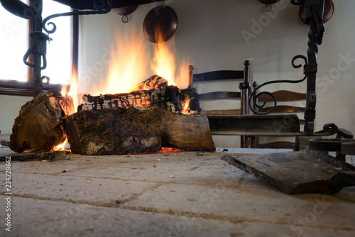 Photo Open fireplace with burning stumps
