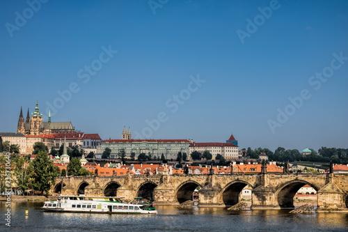 Spoed Foto op Canvas Centraal Europa Prag, Karlsbrücke mit Dom