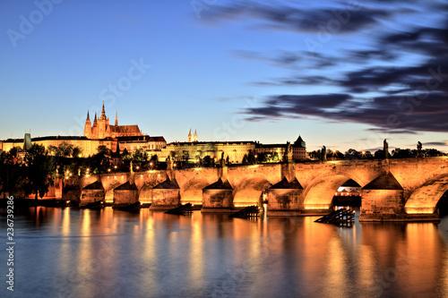 Plakat Zamek Praski z Mostu Karola o zmierzchu