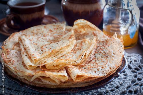 Fotografía  Fishnet thin pancakes on the table with a napkin, horizontal