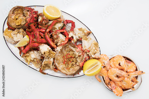 crab and shellfish tray of the galician estuary