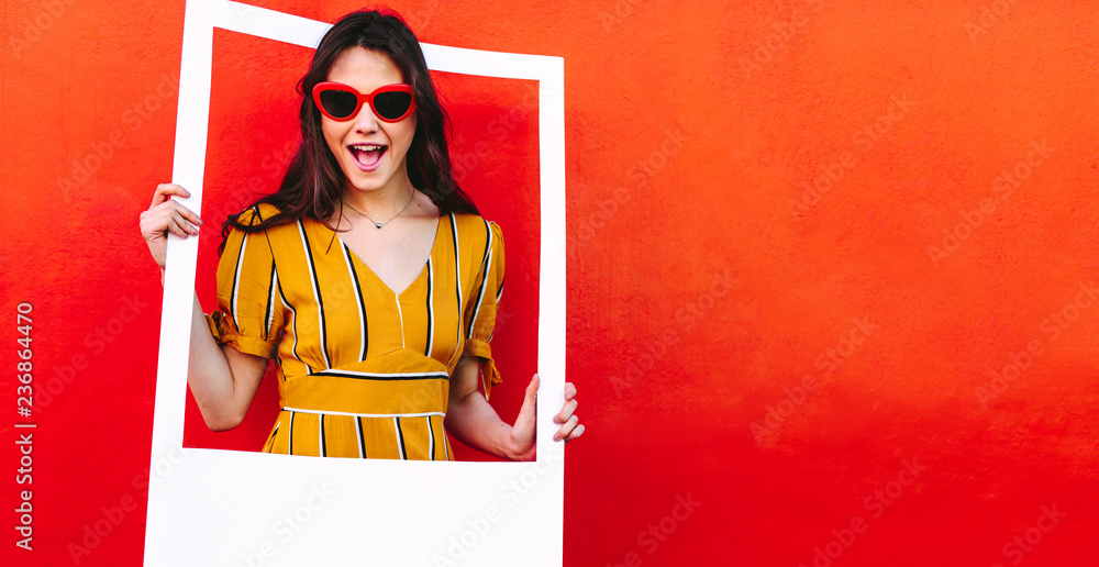 Fototapety, obrazy: Beautiful woman in sunglasses with blank photo frame
