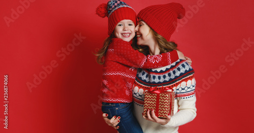 Staande foto Hoogte schaal happy family mother and child daughter with christmas gifts on red background