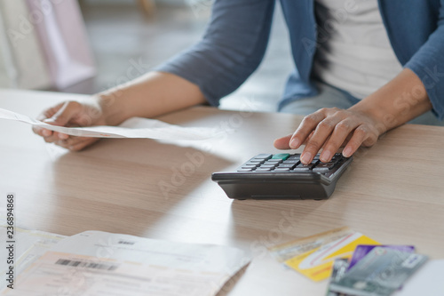 Pinturas sobre lienzo  Close up businessman hand calculating monthly expense and credit card debt