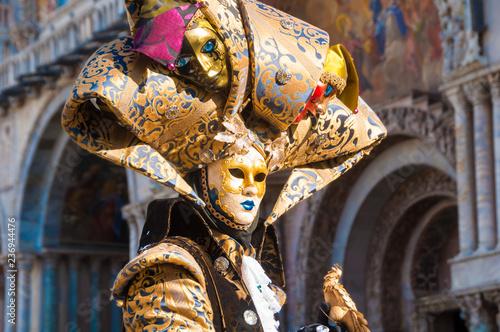 Obraz Weneckie maski karnawałowe podczas karnawału w Wenecji we Włoszech - fototapety do salonu