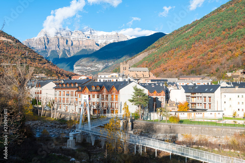 piękne miasto Pireneje, Hiszpania