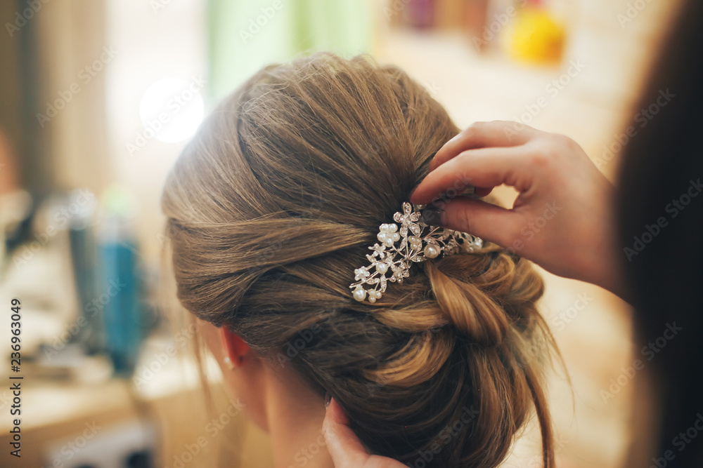 Fototapety, obrazy: Hairdresser makes hairstyle for a young girl. Close up