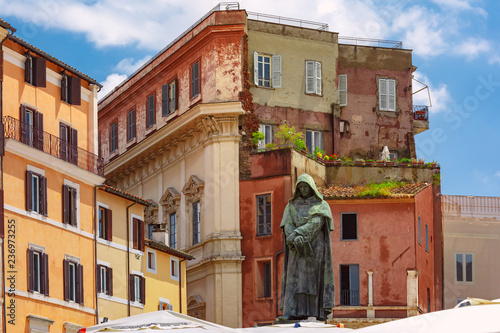 Foto op Plexiglas Centraal Europa The monument to the philosopher Giordano Bruno at the centre of the square Campo de Fiori, Rome, Italy.