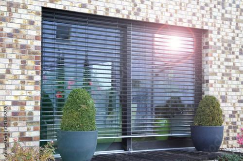 Foto  Window with modern blind, exterior shot