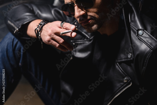 Fototapety, obrazy: handsome man in black sunglasses and leather jacket leaning on motorbike