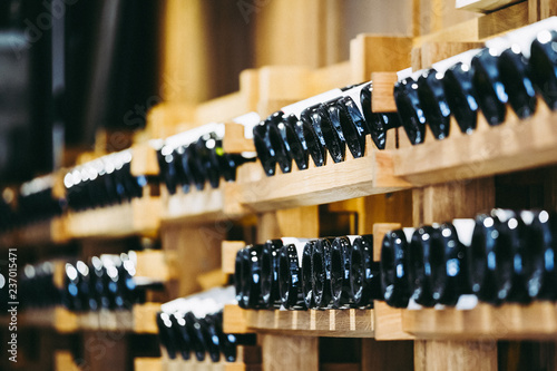 Photo  Cave à vins dans un domaine viticole, Bourgogne