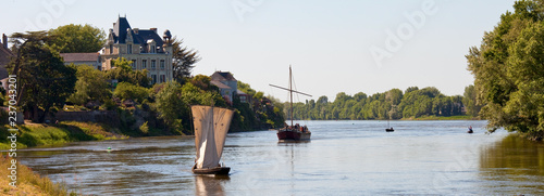 La Loire en Anjou et ses bateaux Canvas Print