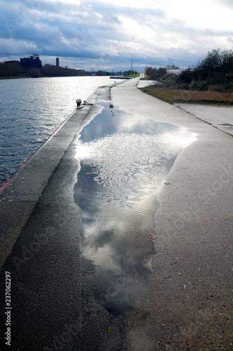 Fotografía  Le ciel dans la route le long du canal Albert
