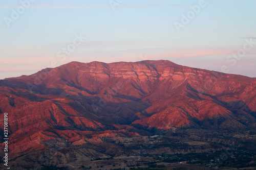 Foto auf AluDibond Hochrote The Pink Moment in Ojai Mountains
