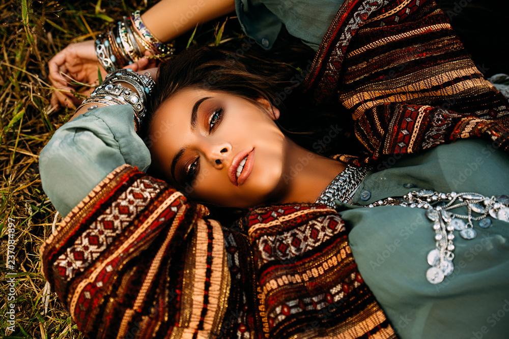 Fototapety, obrazy: attractive hippie girl
