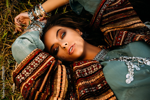 Photo sur Aluminium Gypsy attractive hippie girl