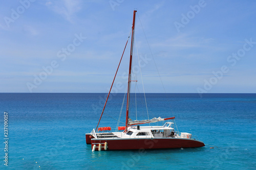 Foto A Catamaran sits at anchor in the bay, Montego Bay, Jamaica