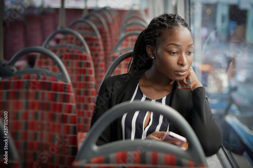Türaufkleber London roten bus Businesswoman riding the bus to work