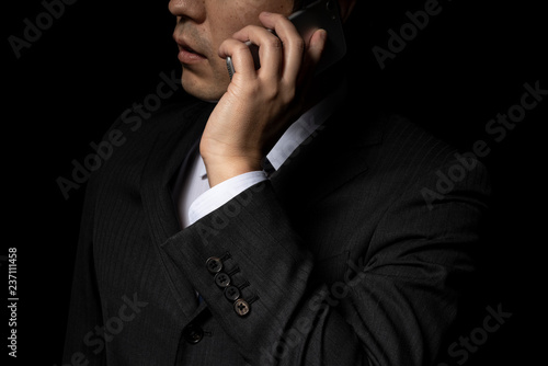 Canvas Print スマートフォンで電話をかけるビジネスマン