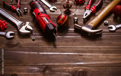 Fotografiet  Merry Christmas and Happy New Years Handy Constrcution Tools background concept