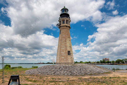 Montage in der Fensternische Leuchtturm Buffalo North Breakwater Lighthouse in summer day, Lake Erie, Buffalo, New York.