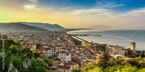 Photo Panorama di Salerno all'alba