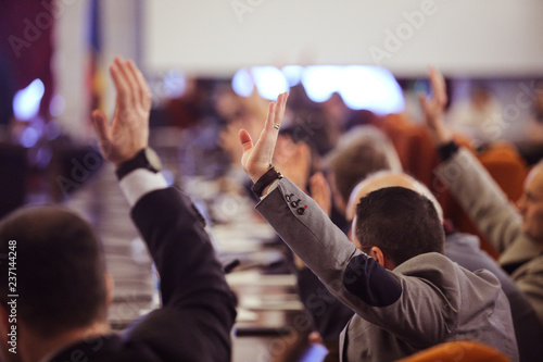 Foto  Members of Parliament voting by raising hands